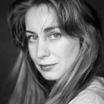 """Dramaturgul clujean Eva Crişan, nominalizat cu piesa """"Pasărea de foc"""" la Premiile UNITER 2014 !"""
