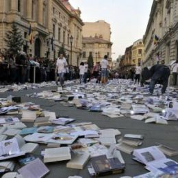 Aproape jumătate dintre români n-au citit nici măcar o carte în ultimul an!