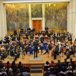 """Concert de Crăciun la Filarmonica de Stat """"Transilvania"""".  Debutul oficial al lui Gabriel Bebeşelea în calitate de dirijorul principal"""
