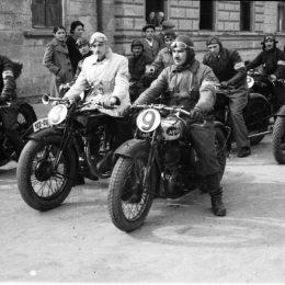 """""""Concursuri de mașini și motociclete în Clujul de altădată"""", expoziție de fotografie la Casino"""