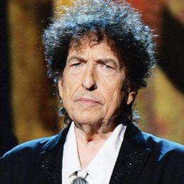 Bob Dylan a mulţumit în scris Academiei Suedeze pentru premiul Nobel; Artistul va fi reprezentat la Stockholm de cântăreaţa Patti Smith