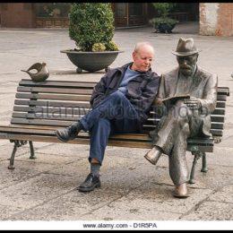 Citind cu Blaga pe o bancă! Uniunea Scriitorilor propune amplasarea unei noi statui în oraș