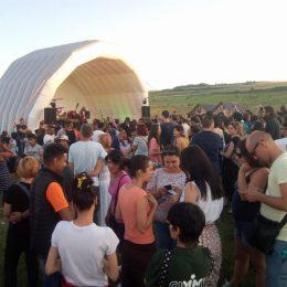 Primul concert la groapa de gunoi din PATA RÂT a fost un succes de public