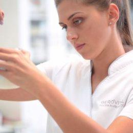 (P) Specialiştii Farmec lansează anual circa 100 de produse, dezvoltând unul dintre cele mai valoroase portofolii multibrand