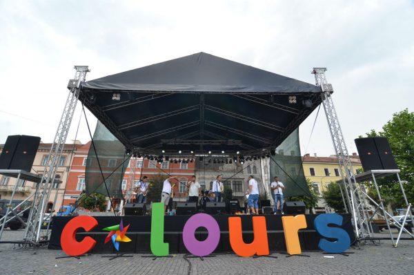 Doua scene de concerte in 2015- plaja si Depozitul de Film